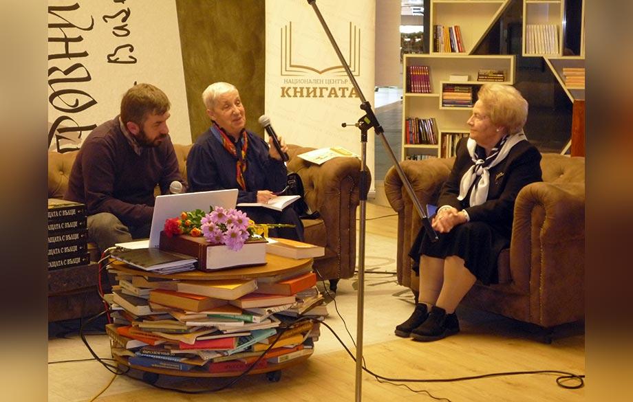 Diplomatic Spectrum Ryszard Kapuciskis Book Was Presented In Peroto